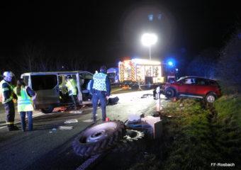 Verkehrsunfall mit mehreren Eingeklemmten